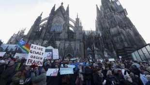 colonia manifestazioni dopo le molestie di capodanno 7