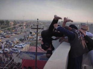 Isis giustizia un ragazzo accusato di essere gay