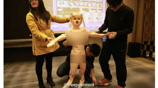 sex doll in regalo agli impiegati cinesi