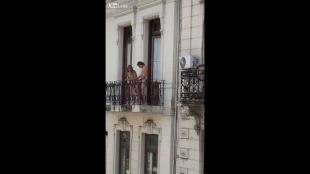 sesso in balcone! una coppia di buenos aires si dÀ alla pazza gioia ...
