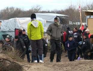 calais scontri tra polizia e migranti 4
