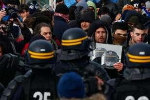 calais scontri tra polizia e migranti