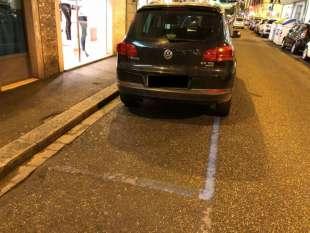 l auto di agnese renzi nei parcheggi gratuiti