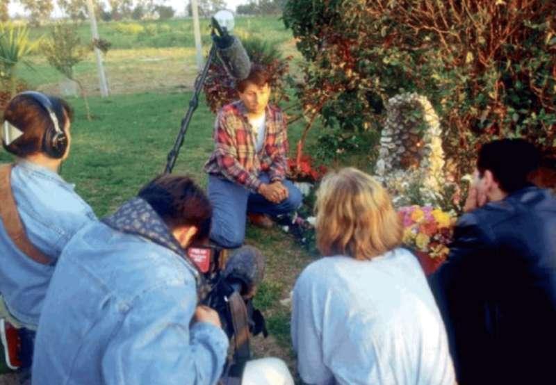 fabio gregori nel giardino di casa a pantano, intervistato nei giorni del 'miracolo'