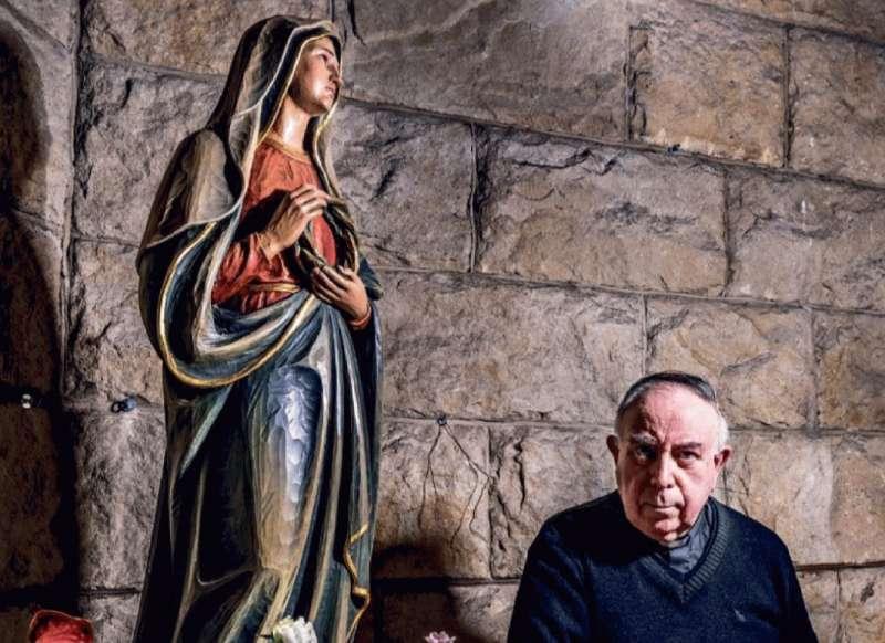 pablo martin sanguiao parroco di pescia romana che nel 1994 acquisto' la statua