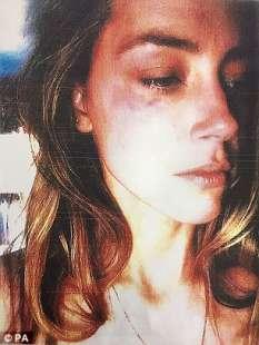 amber chiede il divorzio da depp per violenza domestica