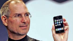 steve jobs lancia l iphone nel 2007