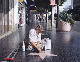 clochard lustra le stelle di hollywood
