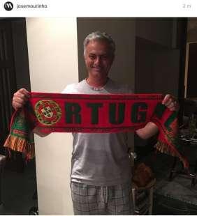 mourinho festeggia in pigiama