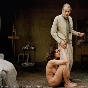 LUCIAN FREUD CON UNA DELLE SUE AMANTI ALEXI WILLIAMS WYNN