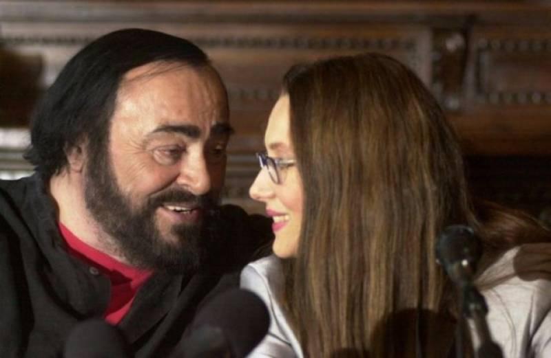 Adua la prima moglie contro nicoletta mantovani la for Luciano pavarotti nicoletta mantovani