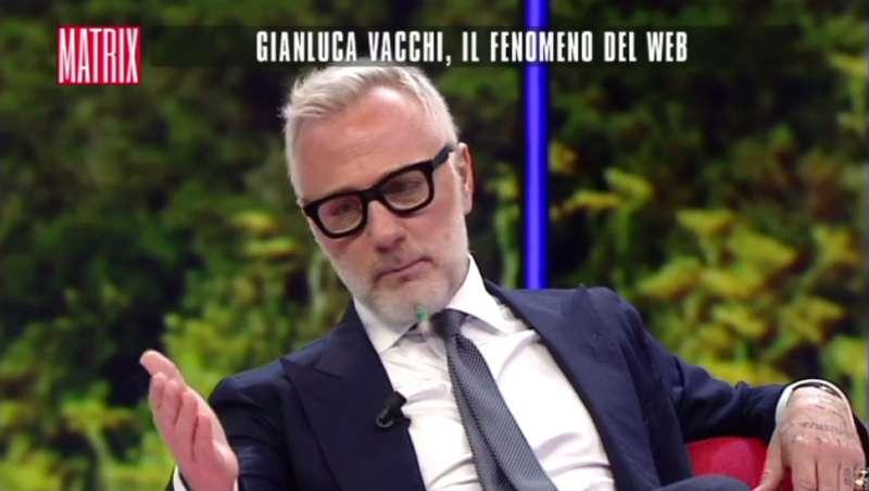 Cabina Armadio Gianluca Vacchi : Incredibile la fidanzata di vacchi parla l intervista a