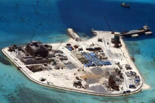 la costruzione di un isola spratly da un atollo disabitato
