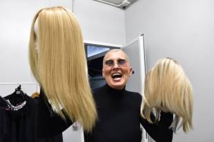 maurizia paradiso mostra le sue parrucche