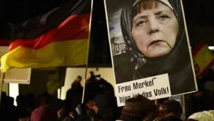 protesta contro merkel degli anti musulmani di pegida