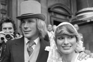 james hunt con la moglie suzy miller