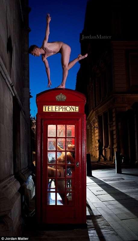 """Risultati immagini per fotografo Jordan Matter, che ora ha raccolto gli scatti nel libro """"Dancers after Dark"""", in uscita domani per """"Workman Publishing Co.""""."""
