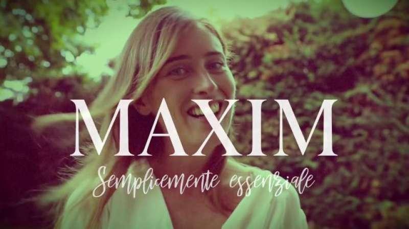 MARIA ELENA BOSCHI IN POSA PER MAXIM
