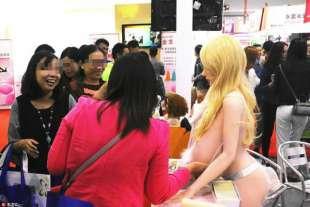 anche donne mature alla fiera di guangzhou