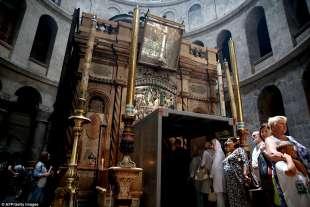 in fila al santo sepolcro