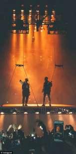 kanye west delira sul palco