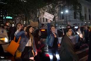 manifestazione anti trump 9030 image a 76 1478918591818