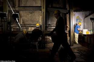 operai nella edicola del santo sepolcro