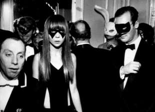 penelope tree black & white ball