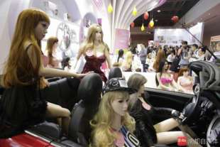 reparto sex doll al sexpo