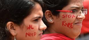 donne manifestano contro lo stupro