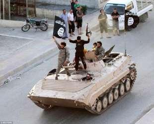 isis entra a raqqa nel gennaio 2014