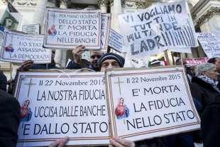 protesta dei risparmiatori davanti a bankitalia 11