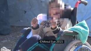 un bambino nel video del mosul eye
