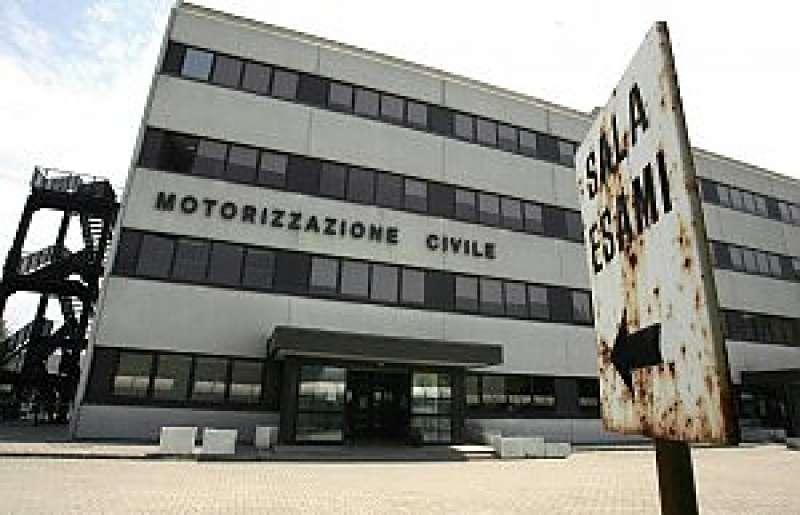Ufficio Di Motorizzazione : Alla motorizzazione civile di napoli 6 dipendenti su 10 hanno guai