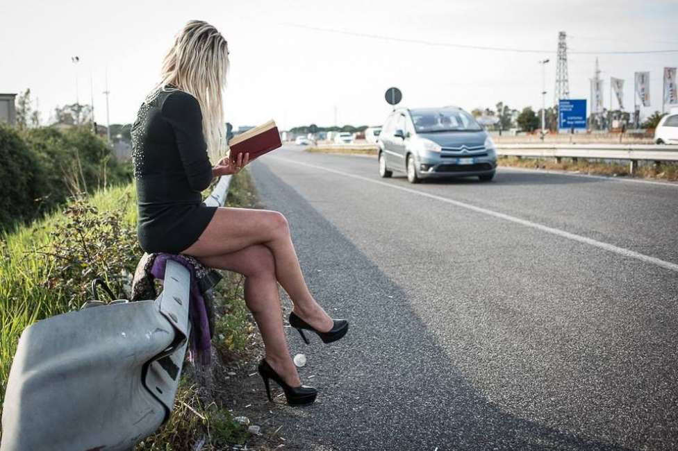 prostituta con cliente ripresa